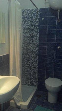 Hostel of the Sun : Stuffy bathroom