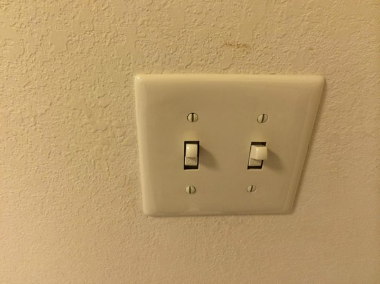 Fairfield Inn & Suites Holiday Tarpon Springs: Dirty switches and marks on walls