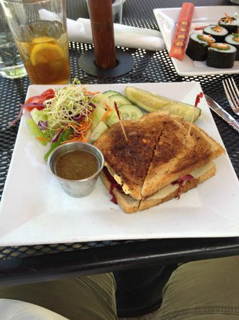Laughing Seed Cafe : Tempeh Reuben and side salad