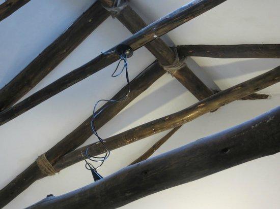 Ninos Hotel: Exposed beam ceiling.