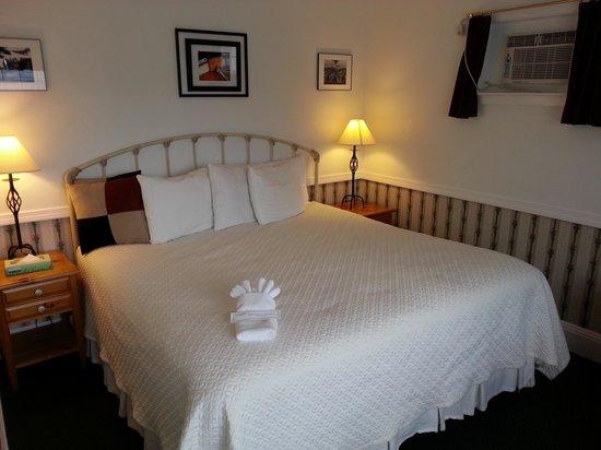 Acadia Hotel: Queen Standard Room