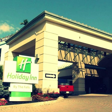 Holiday Inn Niagara Falls - By The Falls: Holiday Inn Entrance