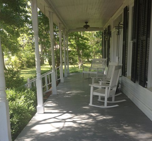 Beatrice, AL: The front porch