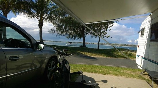 Broadwater Tourist Park: Caravan site with great view