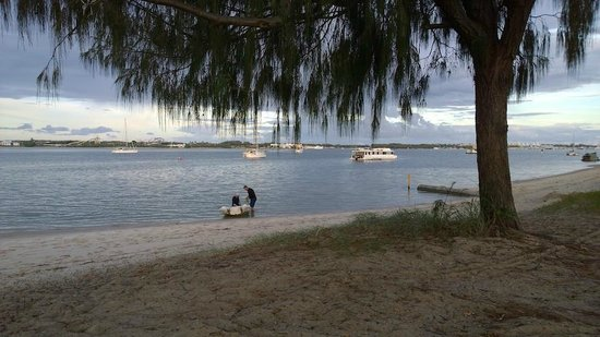 Broadwater Tourist Park: Water front location