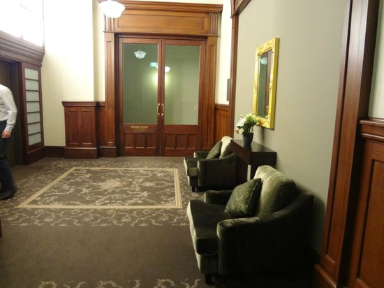 Rendezvous Hotel Melbourne : Waiting outside lifts