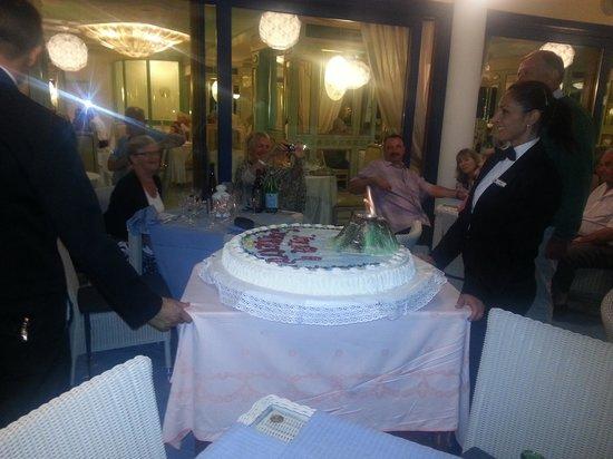 Mar Hotel Alimuri: Restaurant staff