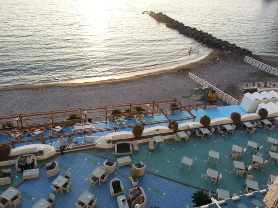 Mar Hotel Alimuri: Sea view from balcony of hotel room