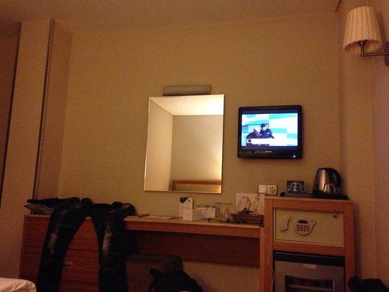 Hotel Venera: veeeery small room