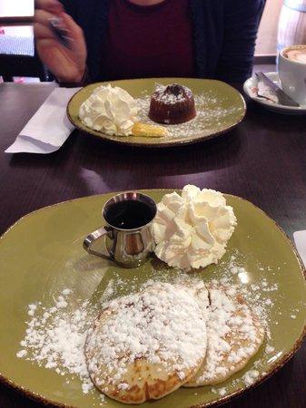 Plan: Colazione a base di pancakes con sciroppo d'acero, buonissimo!!