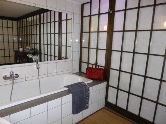 Matin tranquille B & B : Zen bathroom