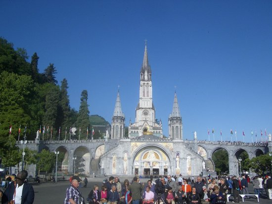 Sanctuaire Notre Dame de Lourdes : Sanctuary of Our Lady of Lourdes