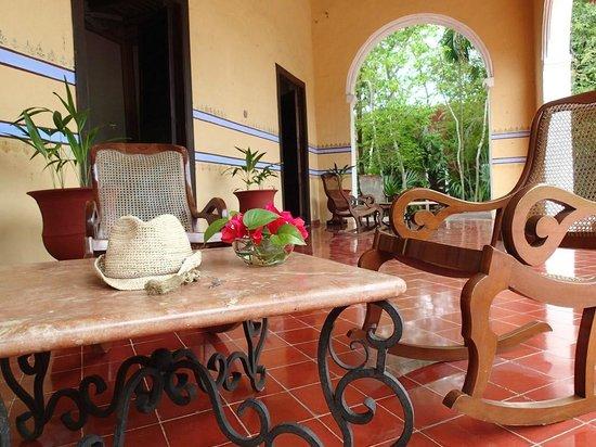 Hacienda Santa Rosa, A Luxury Collection Hotel, Santa Rosa : Lazy by the veranda