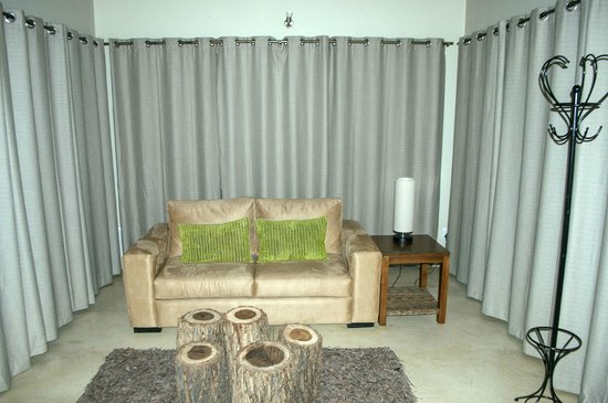 Naledi Game Lodges: SITTING ROOM