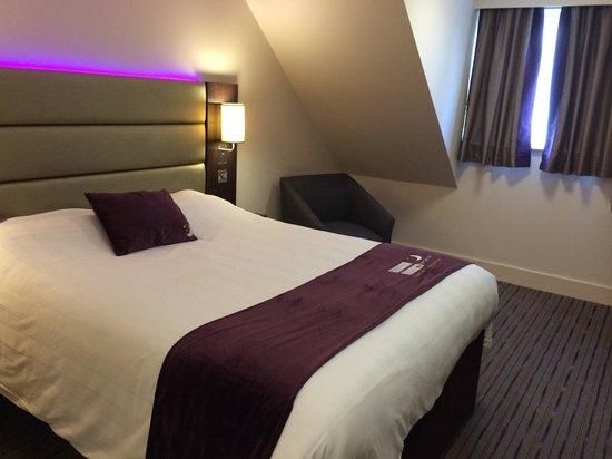 Premier Inn Stafford North (Hurricane) Hotel: Spacious room