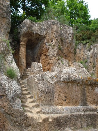 Sorano, İtalya: Tomba Ildebranda: le rovine della tomba a tempio