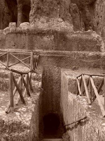 Parco degli Etruschi: Tomba Ildebranda: il dromos (corridoio) di accesso alla sala sotterranea