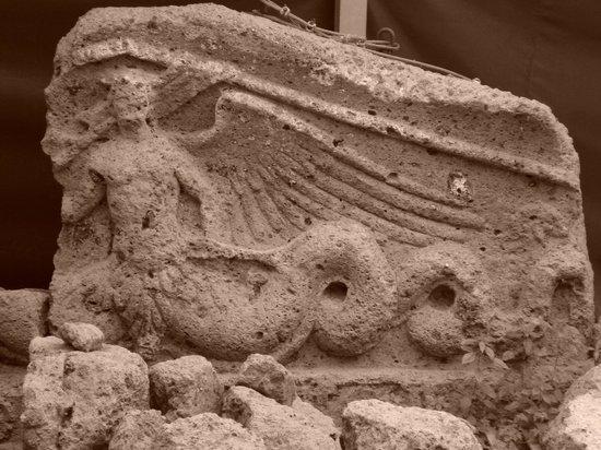 Parco degli Etruschi: Tomba dei Demoni Alati: il fregio