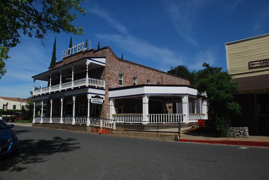 The New Jamestown Hotel