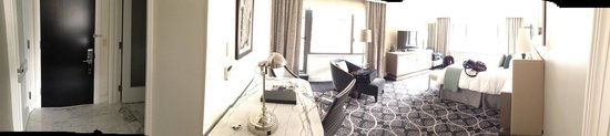 Loews Regency New York Hotel: Living Room