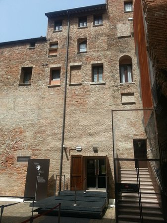 Rovigo, Italy: Palazzo Roverella Cortile