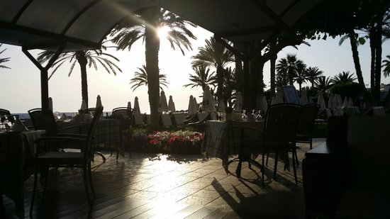 Constantinou Bros Pioneer Beach Hotel: Tea time
