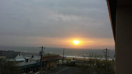 Beach View Motel: Sunrise view from room 304