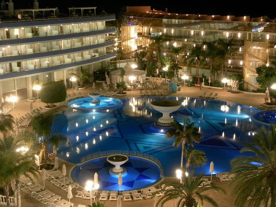 Mediterranean Palace Hotel: Evening pool view