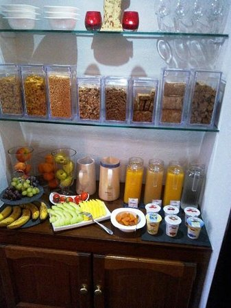Sonata Guest House: Cereals, juices, fresh fruit and yogurt