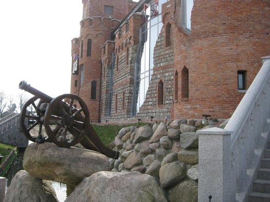 Castle Hotel Nesselbeck : у входа в отель-замок (или наоборот) все, как и должно было быть в Средние века