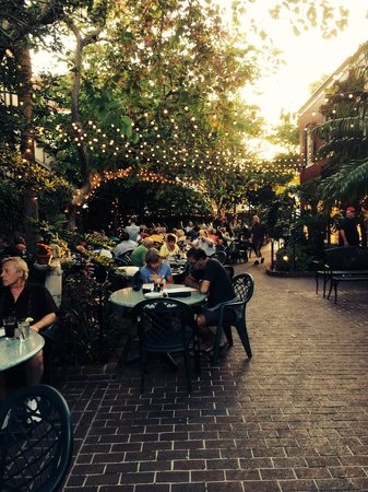 Harry's Seafood Bar and Grille : Outside dining