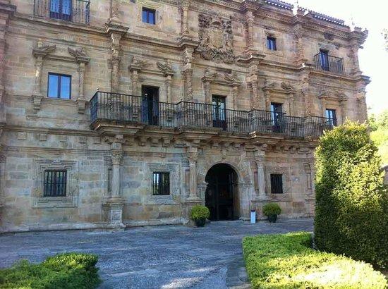 abba Palacio de Sonanes: Una de las fachadas del palacio