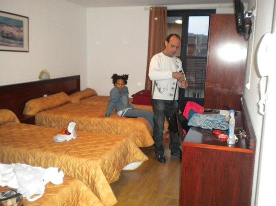 Hotel Angelic - Myriam : Habitción amplia y muy cómoda