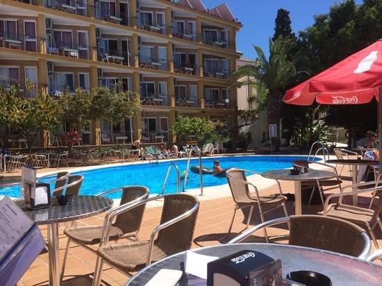 Hotel Villa Flamenca: Lunch is served