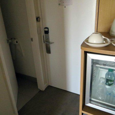 Novotel Southampton: Toilet entrance, fridge, tea and coffee facilities (by room door)