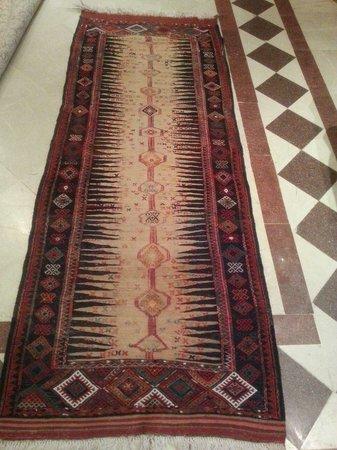 Troy Rug: cammelwool antique kilim
