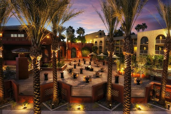 Pointe Hilton Squaw Peak Resort: Anasazi Courtyard Reception Setting at Dusk