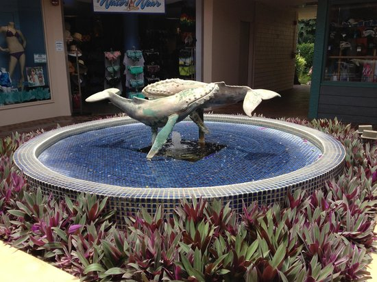 Whalers Village Museum: Fountain at Whalers Village Lahania Maui Hawaii