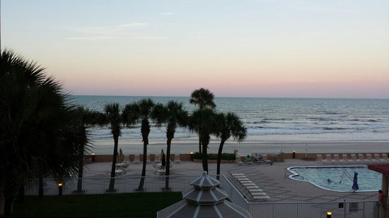Holiday Inn Hotel & Suites Daytona Beach: It couldn't gotten any better than that! Beautiful sunset! !!