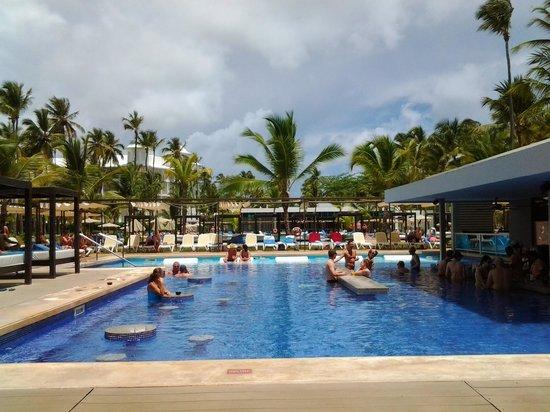Hotel Riu Palace Macao: piscina