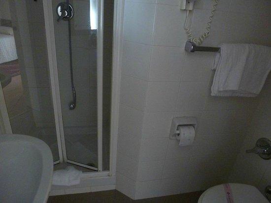 Hotel Lancelot : Bathroom - small but perfect.