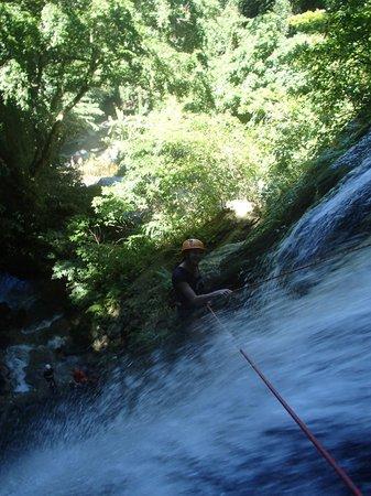 Edge Vanuatu : Abseiling Mele Cascade