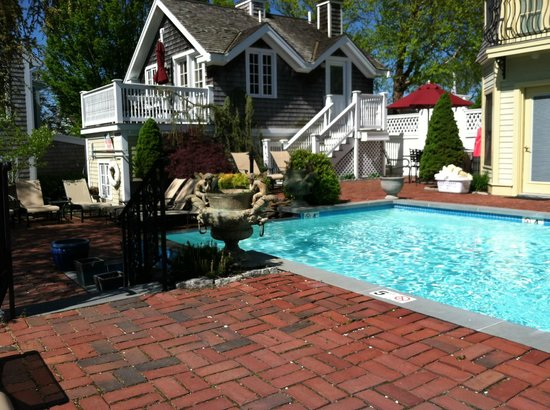 Brass Key Guesthouse: Pool
