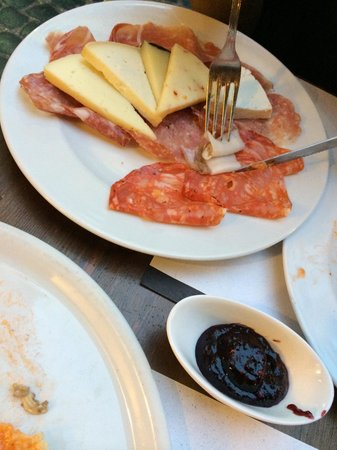 Vineria Il Chianti : Cheese and Meat platter