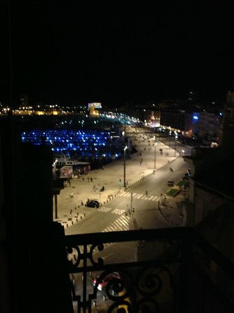 New Hotel Vieux Port : Ночной вид с балкона