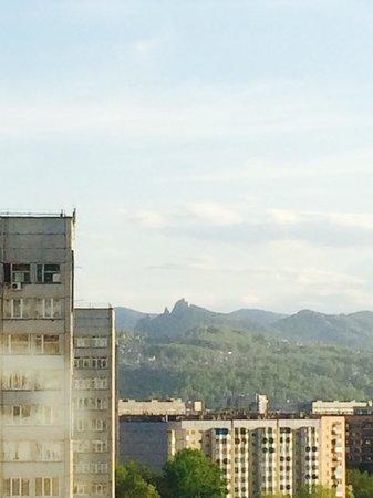Amaks City Hotel: Из окна номера 820 видна знаменитая гора Такмак