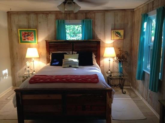 Front Beach Cottages: great room
