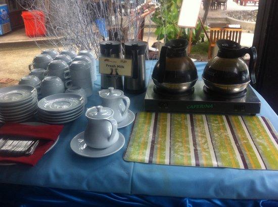 Railay Bay Resort & Spa: Café soluble et lipton. Pas de machine à espresso sur l'île .