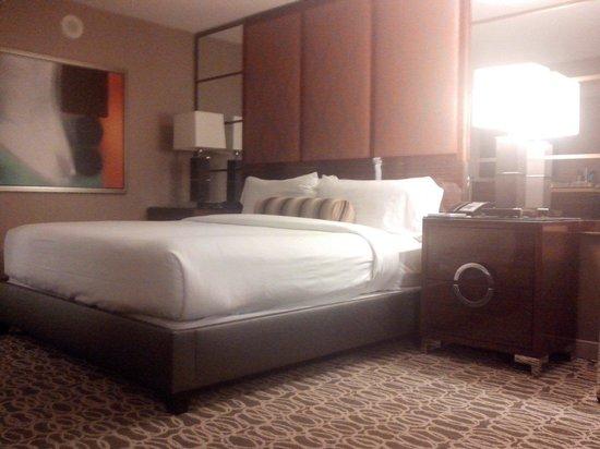 MGM Grand Hotel and Casino: Cama King muito confortável
