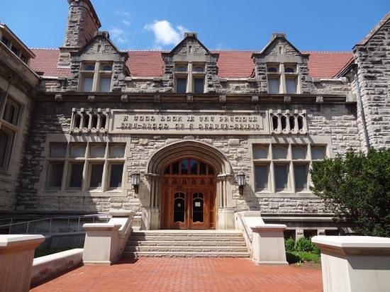 Indiana University : IU